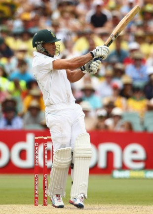 Faf du Plessis pulls during his half-century on debut, Australia v South Africa, 2nd Test, Adelaide, 3rd day, November 24, 2012
