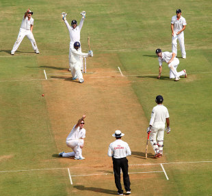Graeme Swann trapped Harbhajan Singh lbw for his 200th Test wicket, India v England, 2nd Test, Mumbai, 2nd day, November 24, 2012