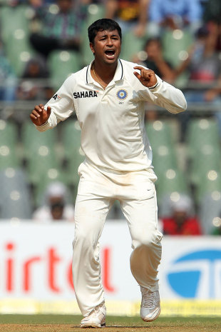 Pragyan Ojha struck two quick blows for India, India v England, 2nd Test, Mumbai, 2nd day, November 24, 2012