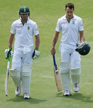 Ab de Villiers and Faf du Plessis survived the morning session, Australia v South Africa, 2nd Test, Adelaide, 5th day, November 26, 2012