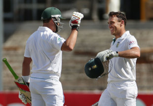 Jacques Kallis congratulates Faf du Plessis on a century on debut, Australia v South Africa, 2nd Test, Adelaide, 5th day, November 26, 2012