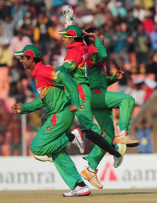 Bangladesh players are ecstatic after winning inside 32 overs, Bangladesh v West Indies, 2nd ODI, Khulna, December 2, 2012