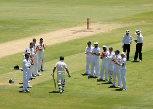 South Africa give Ricky Ponting a guard of honour, Australia v South Africa, 3rd Test, Perth, 4th day, December 3, 2012