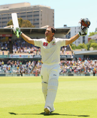 Ricky Ponting salutes the crowd after being dismissed for the last time in international cricket, Australia v South Africa, 3rd Test, Perth, 4th day, December 3, 2012