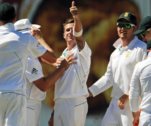 Dale Steyn gestures after claiming Michael Hussey's wicket, Australia v South Africa, 3rd Test, Perth, 4th day, December 3, 2012