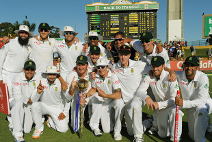 The South African team gather for a photograph after their victory against Australia, Australia v South Africa, 3rd Test, Perth, 4th day, December 3, 2012