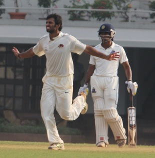 Abhishek Nayar celebrates his five-for, Mumbai v Bengal, Ranji Trophy, Group A, Mumbai, 4th day, December 4, 2012