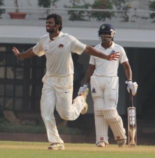 Abhishek Nayar celebrates his five-for, Mumbai v Bengal, Ranji Trophy, Group A, Mumbai, 4th day, December 4, 2012