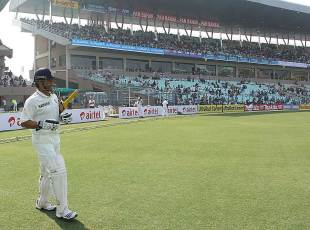 Sachin Tendulkar walks out at the Eden Gardens, India v England, 3rd Test, Kolkata, 1st day, December 5, 2012