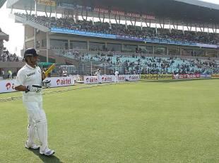 Sachin Tendulkar walks out at the Eden Gardens, India v England, 3rd Test, Kolkata, 1st day, December 5, 2012