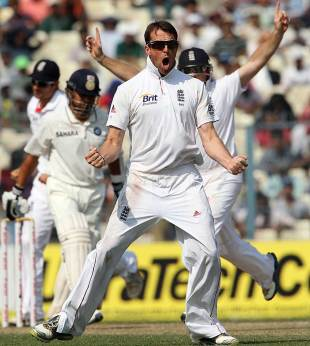 Graeme Swann had Sachin Tendulkar caught at slip, India v England, 3rd Test, Kolkata, 4th day, December 8, 2012