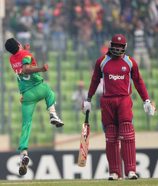 Shafiul Islam celebrates Chris Gayle's wicket, Bangladesh v West Indies, 5th ODI, Mirpur, December 8, 2012
