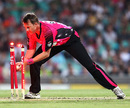 Brett Lee attempts a run-out