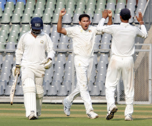 Ajit Agarkar dismissed Ravi Inder Singh for 76, Mumbai v Punjab, Mumbai v Punjab, Rani Trophy, Group A, Mumbai, 3rd day, December 8, 2012