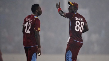 Darren Sammy has a word with Andre Russell
