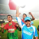 Mushfiqur Rahim takes the trophy on a lap of the ground, Bangladesh v West Indies, 5th ODI, Mirpur, December 8, 2012