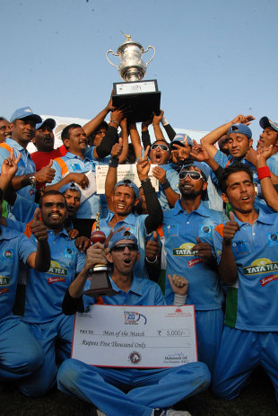 The victorious Indian visually-impaired team with the inaugural T20 World Cup, Bangalore, December 13, 2012