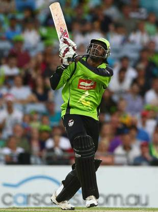 Chris Gayle tries to go over the top, Sydney Thunder v Melbourne Renegades, BBL 2012-13, Sydney, December 14, 2012