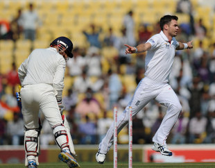Virender Sehwag lost his middle stump against James Anderson, India v England, 4th Test, Nagpur, 2nd day, December 14, 2012