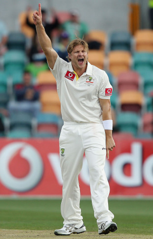 Shane Watson reacts after Mahela Jayawardene's dismissal, Australia v Sri Lanka, 1st Test, Hobart, 2nd day, December 15, 2012
