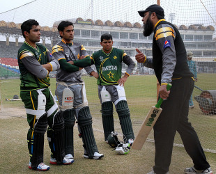 New batting consultant Inzamam-ul-Haq guides Pakistan team members in a training camp, Lahore, December 15, 2012