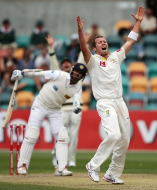 Peter Siddle has Kumar Sangakkara trapped lbw, Australia v Sri Lanka, 1st Test, Hobart, 5th day, December 18, 2012