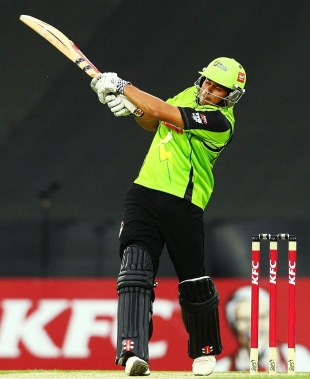 Usman Khawaja goes for a pull, Sydney Thunder v Melbourne Renegades, BBL 2012-13, Sydney, December 14, 2012