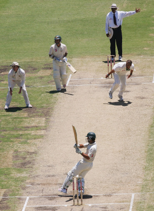 Ricky Ponting is caught off a no-ball, Australia v South Africa, 1st Test, Perth, 3rd day, December 18, 2005