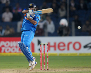 MS Dhoni guided India across the line, India v England, 1st T20, Pune, December 20, 2012