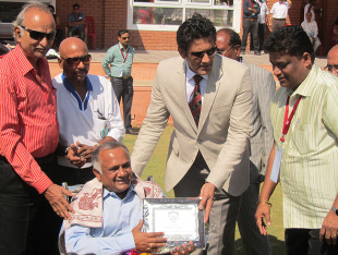 Avinash Vaidya being felicitated at a ceremony, Karnataka v Haryana, Ranji Trophy 2012-13, Group B, Hubli, 1st day, December 22, 2012