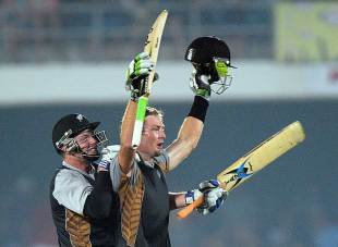 Martin Guptill struck a boundary off the last ball and reached his century, South Africa v New Zealand, 2nd T20, East London, December 23, 2012