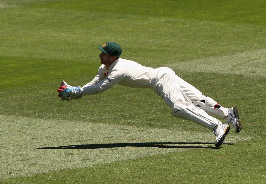 Matthew Wade pulls off a spectacular catch to dismiss Kumar Sangakkara