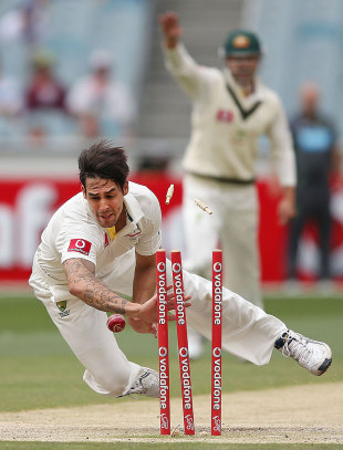 Mitchell Johnson throws himself at the stumps to run out Dimuth Karunaratne, Australia v Sri Lanka, 2nd Test, Melbourne, 3rd day, December 28, 2012