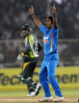 Ashok Dinda's three wickets were crucial in India's win, India v Pakistan, 2nd Twenty20, Ahmedabad, December 28, 2012
