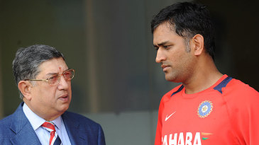 N Srinivasan has a chat with MS Dhoni