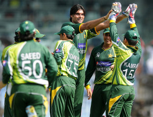 Mohammad Irfan celebrates after getting rid of Gautam Gambhir, India v Pakistan, 1st ODI, Chennai, December 30, 2012