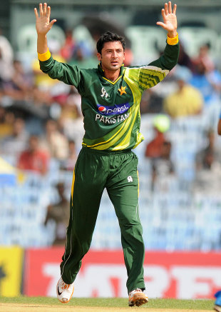 Junaid Khan took four wickets in his first spell, India v Pakistan, 1st ODI, Chennai, December 30, 2012