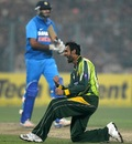 Shoaib Malik erupts after taking a wicket