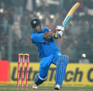 MS Dhoni drives one powerfully, India v Pakistan, 2nd ODI, Kolkata, January 3, 2013