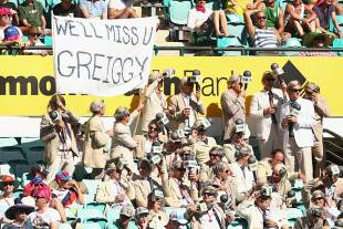 Fans at the SCG pay tribute to Tony Greig, Australia v Sri Lanka, 3rd Test, Sydney, 2nd day, January 4, 2013