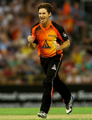 Brad Hogg took four wickets, Perth Scorchers v Sydney Thunder, Big Bash League, Perth, January 4, 2013