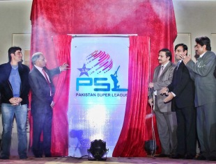 Haroon Lorgat and Zaka Ashraf unveil the Pakistan Super League logo, Lahore, January 10, 2013