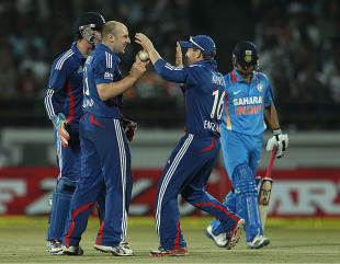 James Tredwell took crucial wickets, India v England, 1st ODI, Rajkot, January 11, 2013