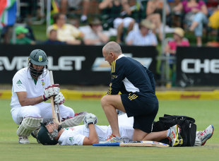 Faf du Plessis took a painful blow on the second morning, South Africa v New Zealand, 2nd Test, Port Elizabeth, 2nd day, January 12, 2013