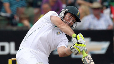 Dean Elgar made his first significant score in Test cricket