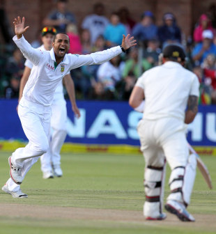 Robin Peterson claimed two wickets in his first over, South Africa v New Zealand, 2nd Test, Port Elizabeth, 2nd day, January 12, 2013
