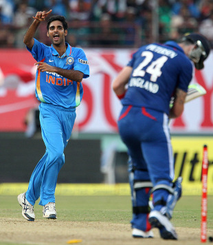 Bhuvneshwar Kumar took crucial wickets to peg England back, India v England, 2nd ODI, Kochi, January 13, 2015