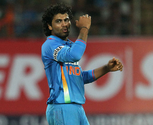 Ravindra Jadeja bowled economically and took important wickets, India v England, 2nd ODI, Kochi, January 15, 2013