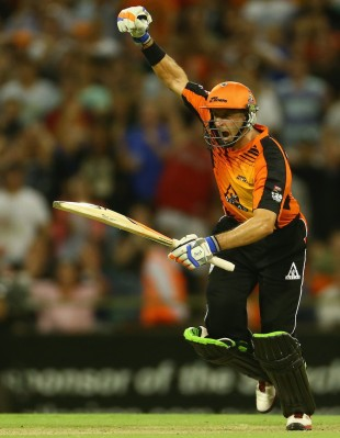 Michael Hussey celebrates after scoring the winning run, Perth Scorchers v Melbourne Stars, BBL semi-final, Perth, January 16, 2013