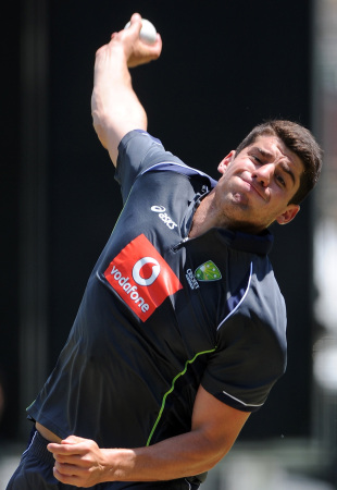 Moises Henriques bowls during practice, Brisbane, January 17, 2013